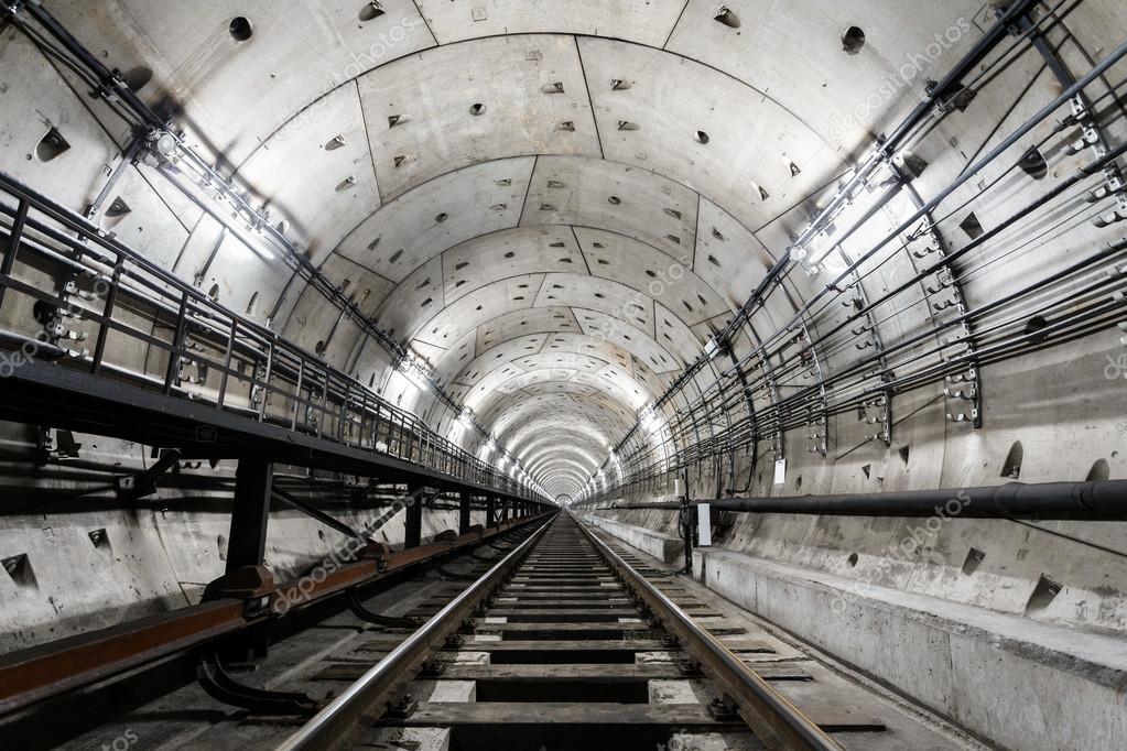rechte circulaire metro tunnel met een witte verlichting — Stockfoto ...