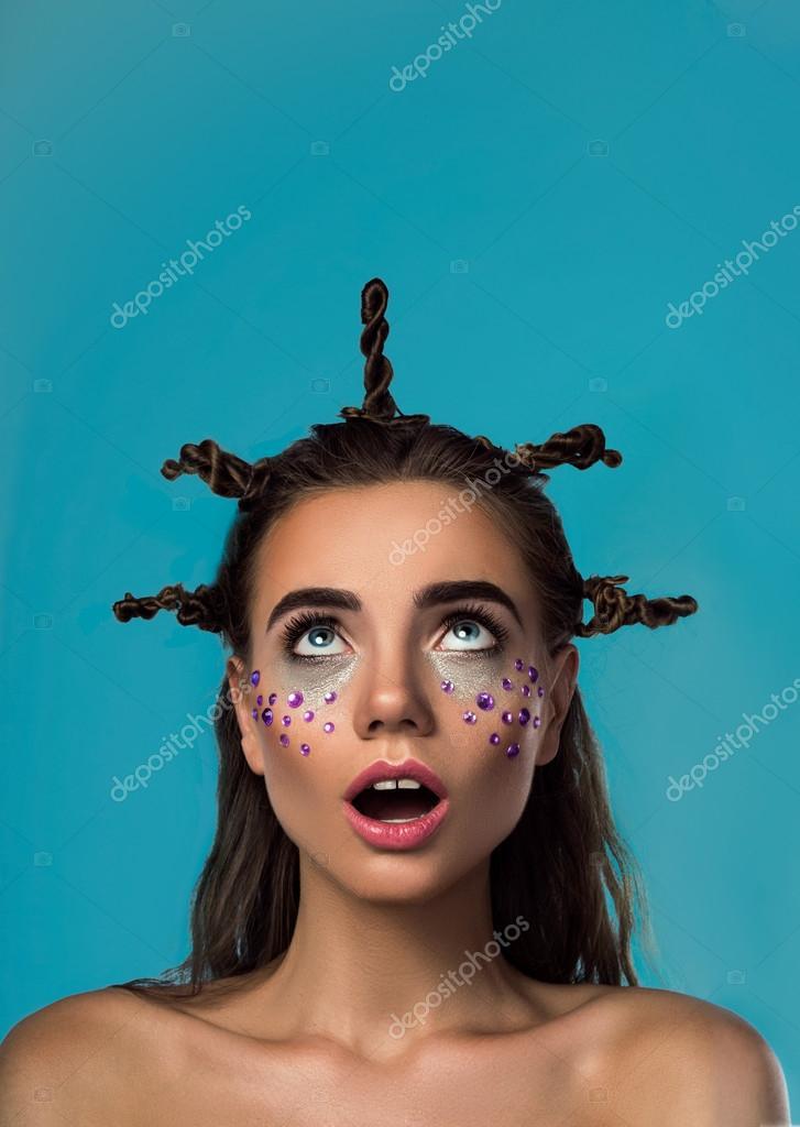 Junge Frau Betrachten Ihre Lustige Frisur Stockfoto C Vlasavenkov