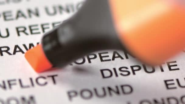 Narancs jelölő az európai szón a papíron