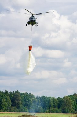Rescue helicopter extinguish fire