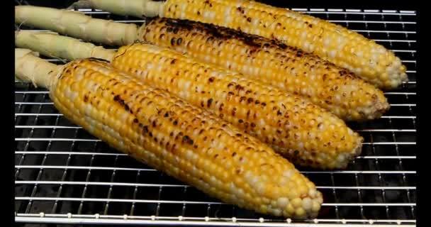 grilla färsk majs