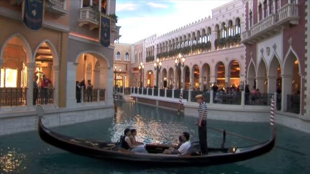 Benátská gondola jezdit v Las Vegas