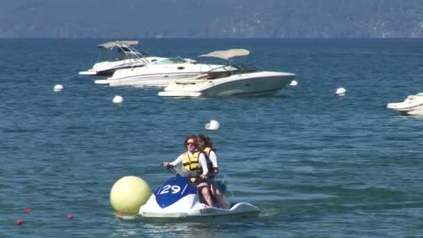 Dívky na Waverunners na jezeře Tahoe