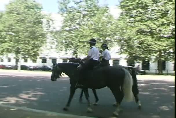 Policisté na koních v Londýně