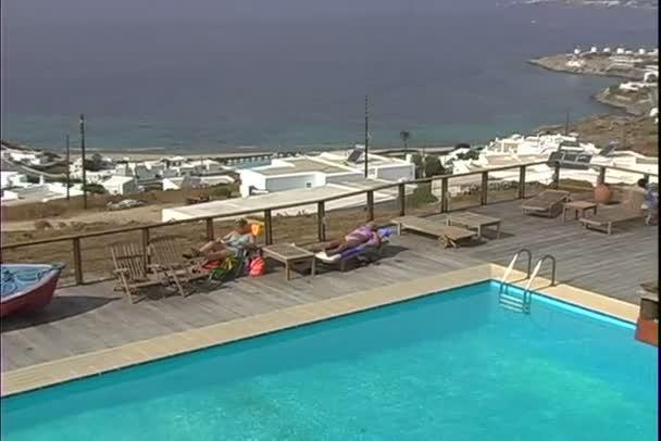 Hotel-Pool auf Resort in Griechenland