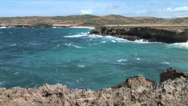 Scogliera sul litorale delloceano