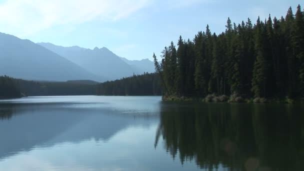 Johnson jezera v národním parku Banff