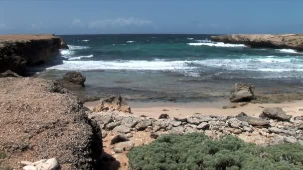 Insenatura sulla costa rocciosa