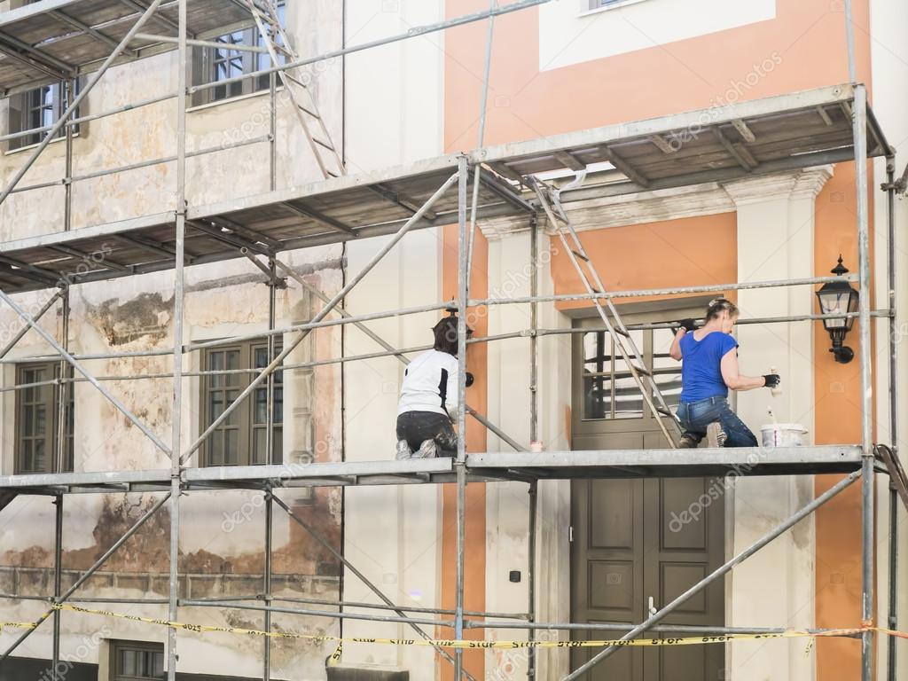 depositphotos_114733126-stock-photo-construction-workers-in-scaffolding-of.jpg