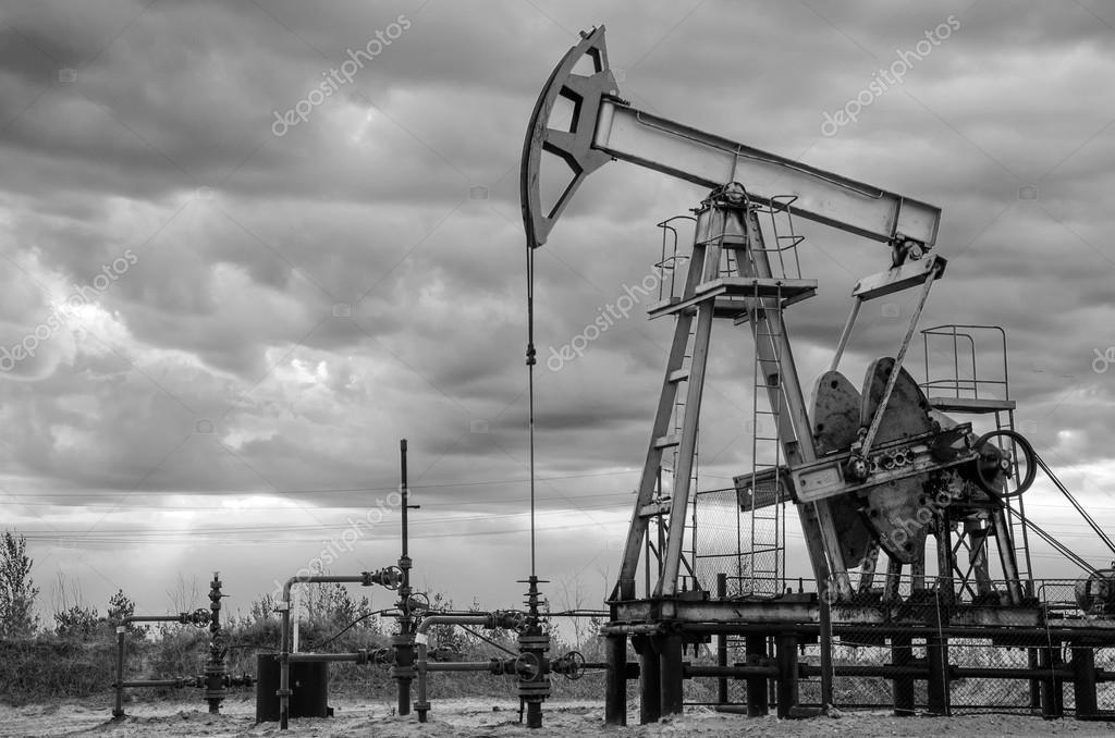 Рисунки фотографии нефтяных вышек прошлых годов славится только