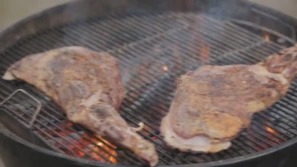 Schinken auf einem runden grill