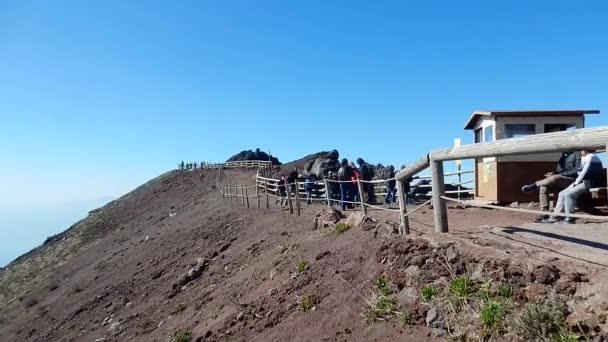 Herculaneum, Campania, Olaszország - 2020. február 24.: A Vezúv krátert körülvevő Gran Cono ösvény áttekintése