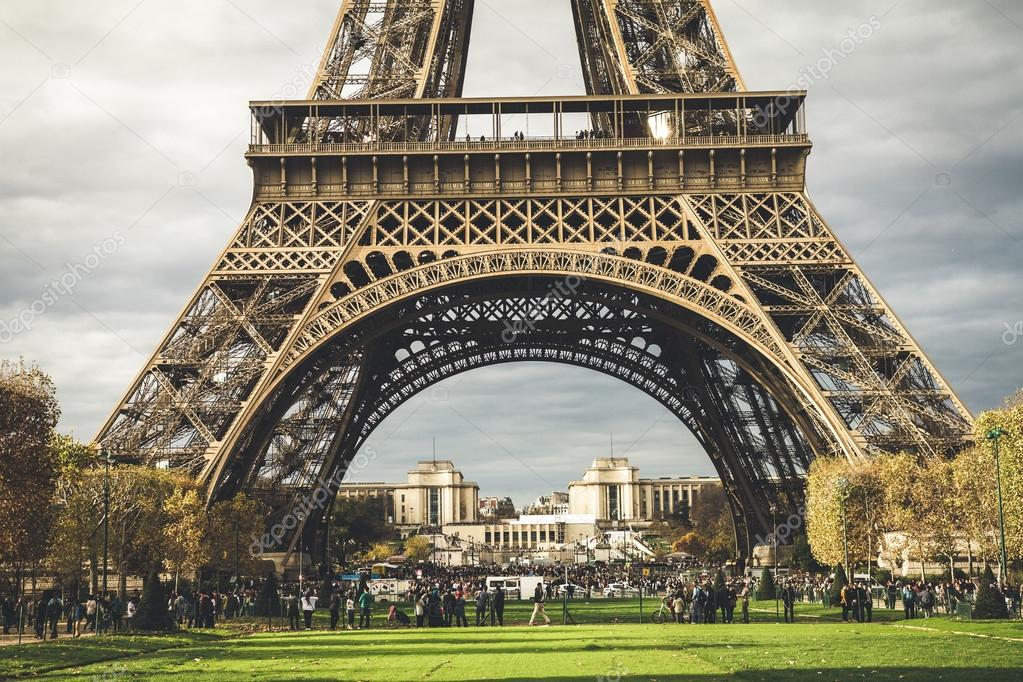 eiffelturm in paris stockfoto kbarzycki 123467416. Black Bedroom Furniture Sets. Home Design Ideas