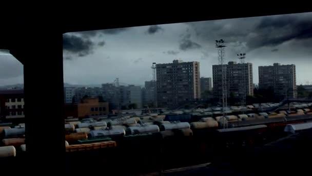 modré meteor létání nad městem