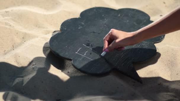 Női kézi írás word család, fekete táblán