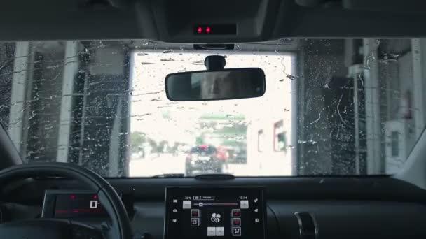 Čištění aut v automatické myčce