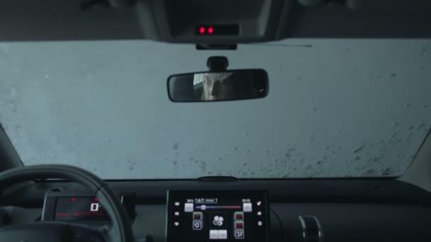 Auto přes automyčky