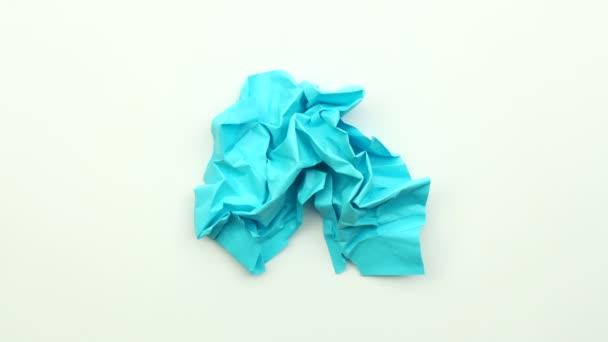 Zmačkala barva papíru