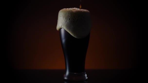 Guinnesse Beer pour széles