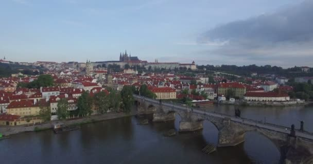 Pomalé anténu zastřelil pohybuje od Pražského hradu
