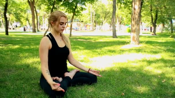 Wide shot Young woman doing yoga in park