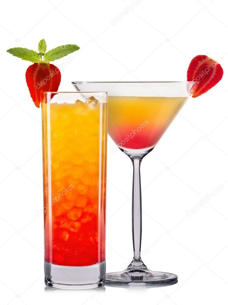ensemble de cocktail orange avec d coration de fruits et fond blanc isol sur paille color. Black Bedroom Furniture Sets. Home Design Ideas