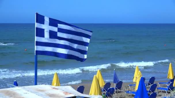 griechische Flagge im Wind. 4k