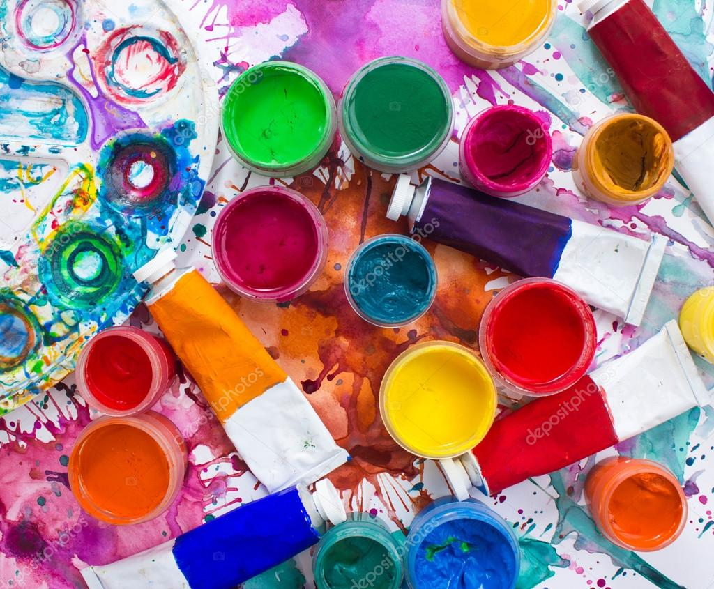 Farben, Pinsel und Palette auf Aquarell gemalt Hintergrund ...