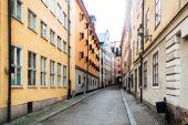 Úzké uličky starého města (Gamla Stan) ve Stockholmu, Švédsko