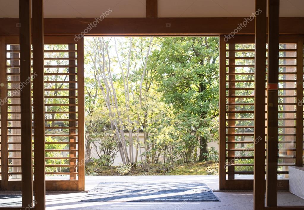 Porte japonaise en bois de jardin — Photographie junce11 ...