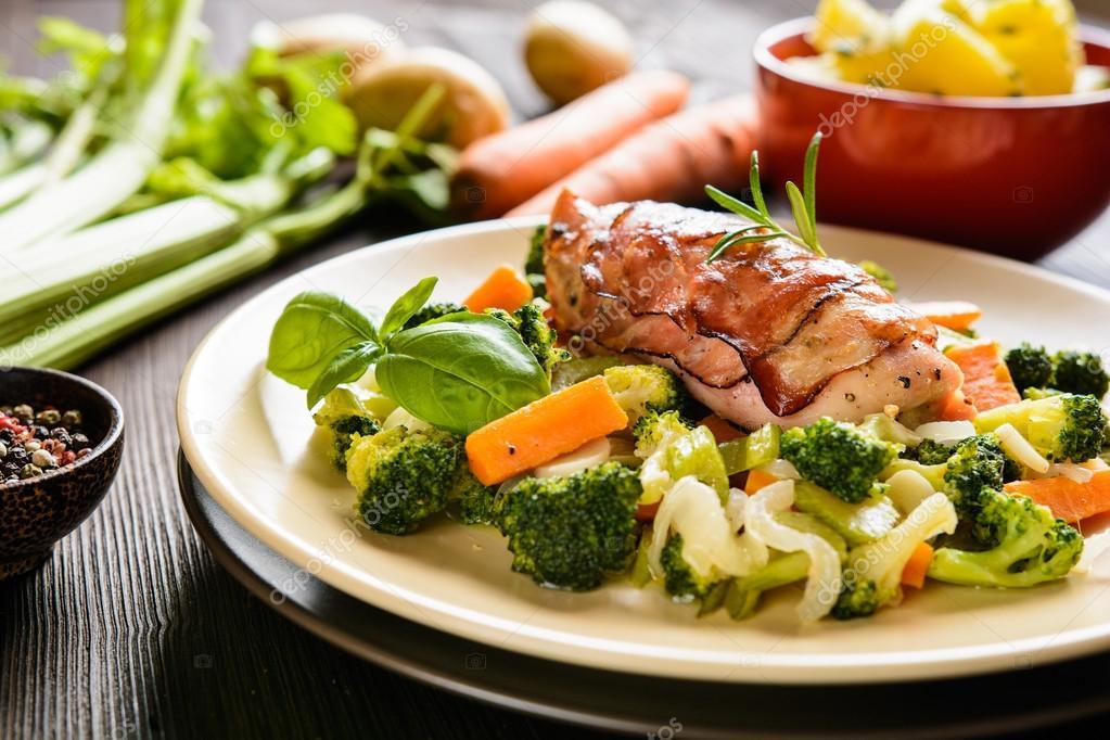 pechuga asada con verduras al vapor