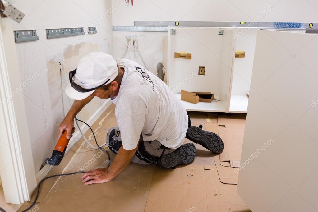 Monteur Montage Neue Ikea Kuche Redaktionelles Stockfoto C Stig