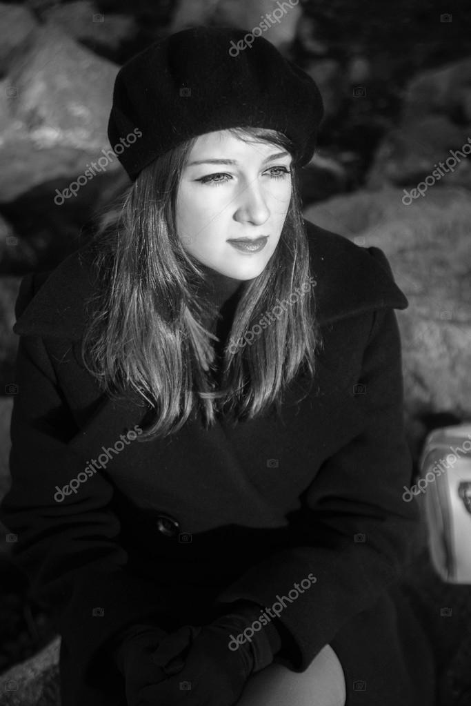 Фото девушки осенью возле скал, порно красотка в красном зрелая