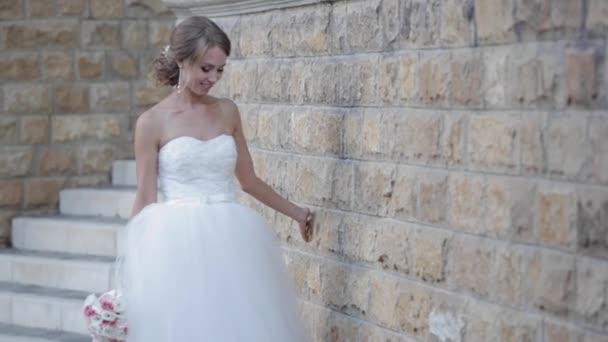 krásná nevěsta jde