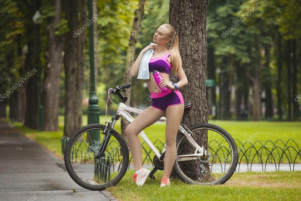 Секси девушки на велосипеде