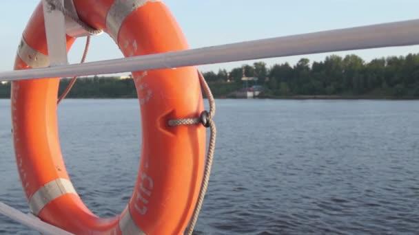 Rettungsring-Flussschiff