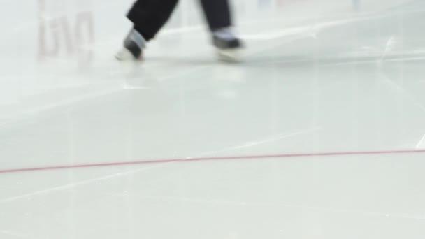 Hokej rozhodčí bruslení