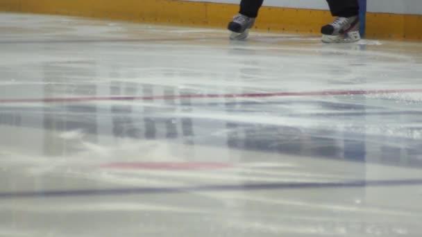 hokejový rozhodčí zahřívání