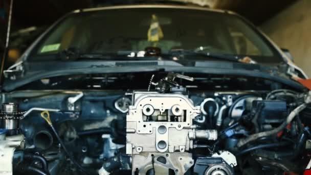 Oprava spalovacího motoru vozidla s vnitřním spalováním. Podrobnosti o motoru.
