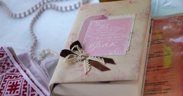 esküvői könyv közelről