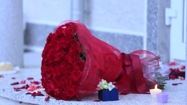 Kytice červených růží svíčka prsten