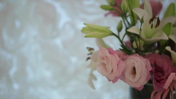 A rózsa és a liliom csokor