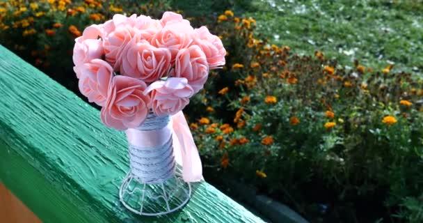 Krásné růžové svatební kytice