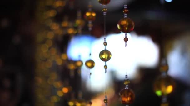 Detailní pohled na moderní svítidla.