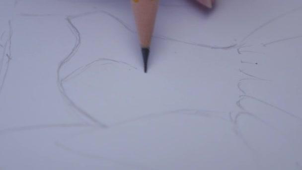 ceruza egyenes vonal rajzolása a papíron