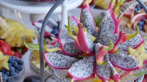 Bunte tropische Früchtebuffet