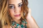 Fényképek gyönyörű fiatal divatos női portré