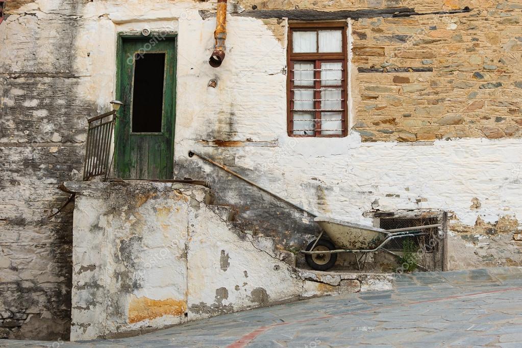 vieille maison en pierre avec porte en bois fen tre escalier rusty goutti re et brouette. Black Bedroom Furniture Sets. Home Design Ideas