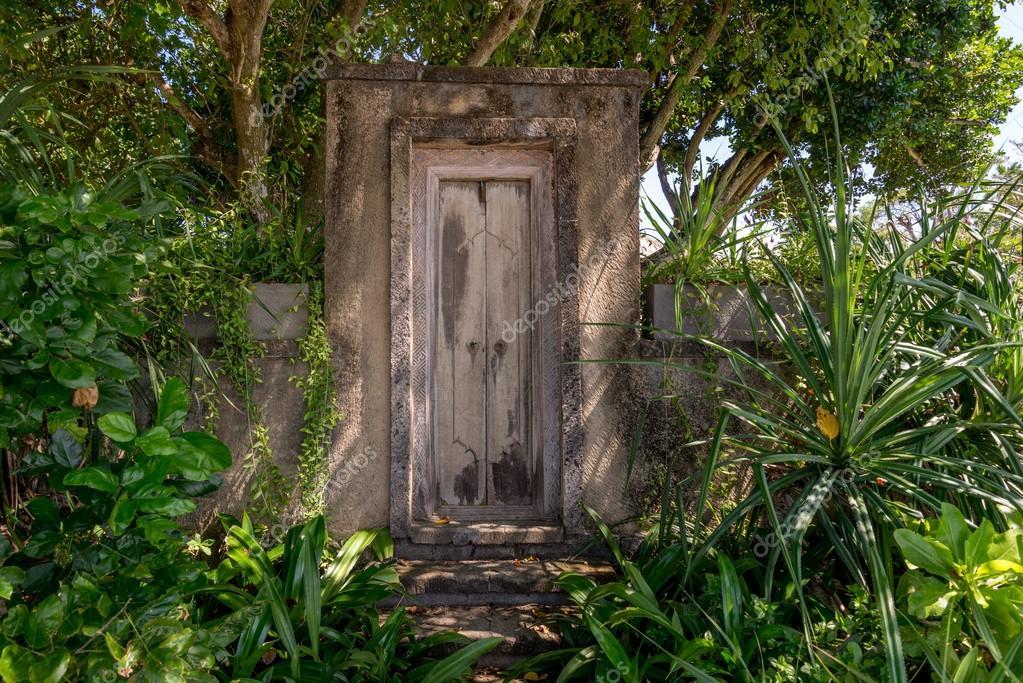 Drzwi do tajemniczy ogr d zdj cie stockowe pomemick for Porte de jardin fer