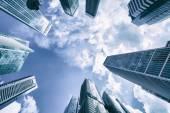 Fotografia edifici moderni e cielo blu